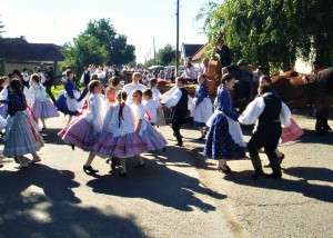Hungarian Dancers at Moravica Harvest Festival_2